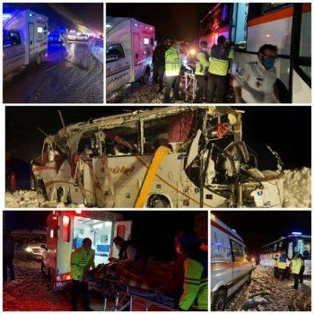 واژگونی اتوبوس در جاده کرج- چالوس با یک کشته و ۱۹ نفر زخمی