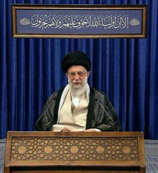 ترجمه کتیبه نصب شده در حسینه امام خمینی(ره)